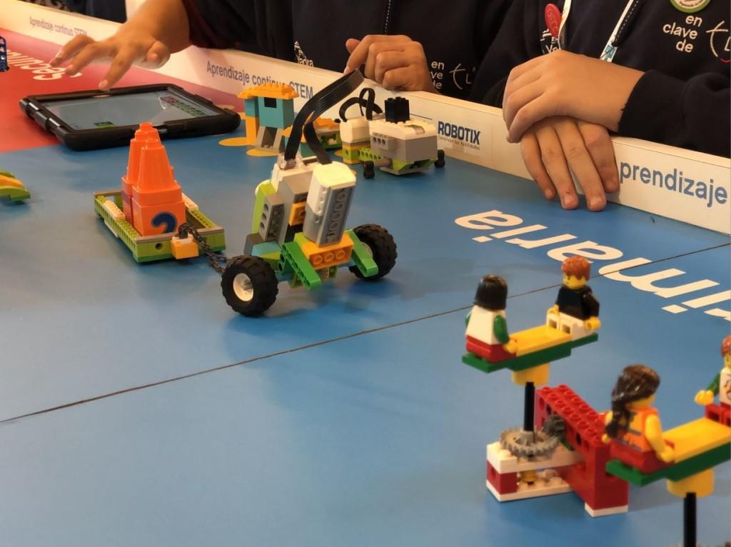 Jugando con LEGO Education ROBOTIX